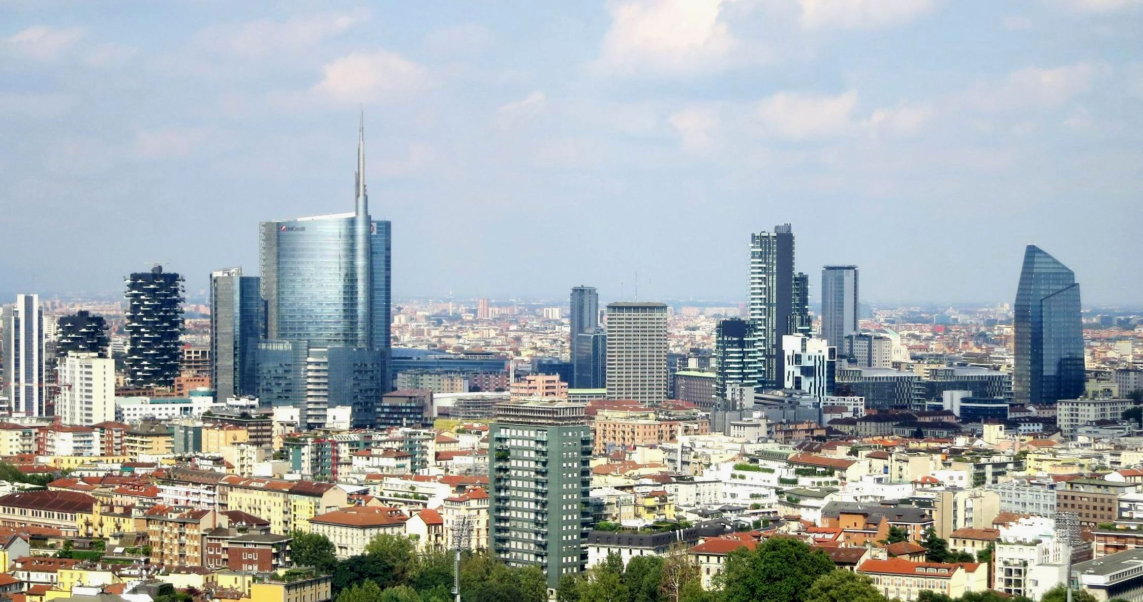 The skyline of new Milan