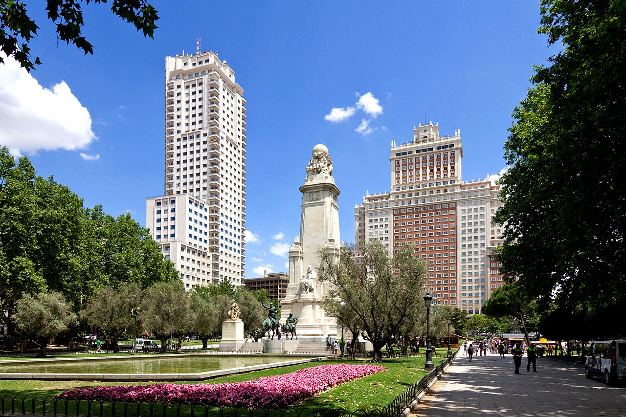 Plaza de España flanked by Torre de Madrid (the tower on the left) and Edificio España (the building on the right).
