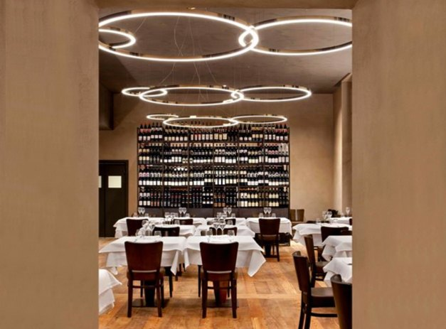 Carlina restaurant, at the NH Collection hotel in Turin, offers gourmet dishes and a top selection of wine.