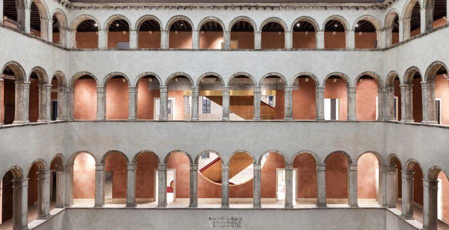 Fondaco dei Tedeschi, luxury shopping in Venice: View from the inner courtyard.