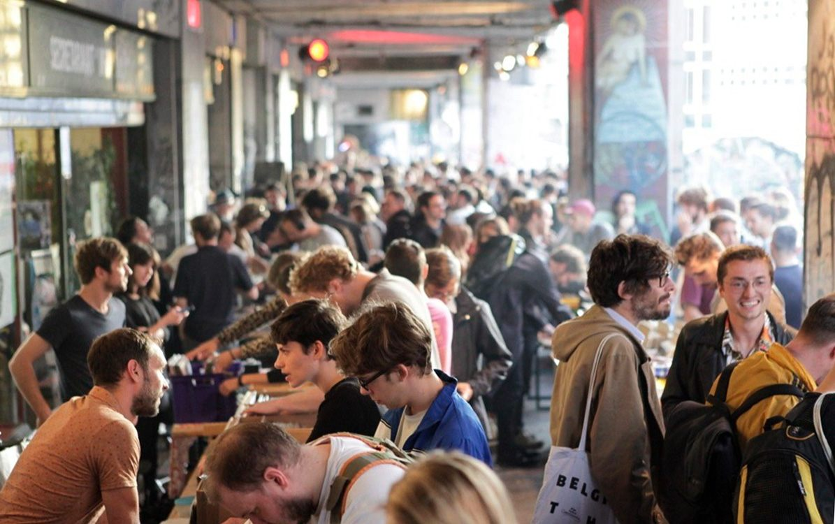 Crowds gather at one of the many activities hosted under Recyclart's canopy during its Holidays Festival. Copyright: Yves André.
