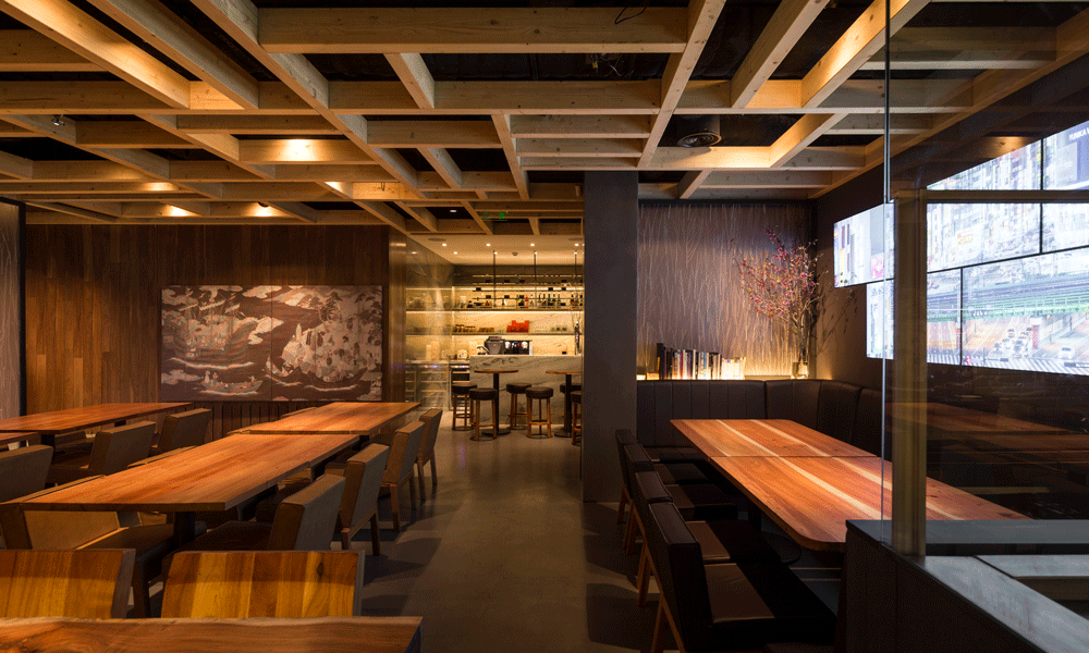 The restaurante designed by Promontorio also includes a sake bar.
