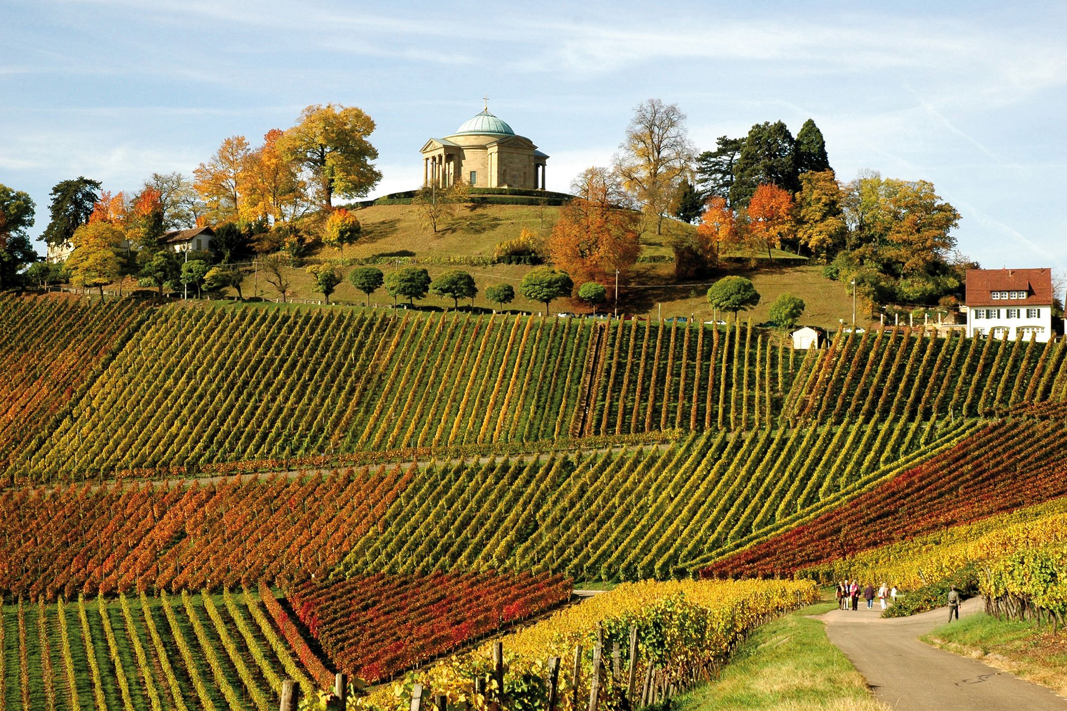 Grave chapel and vineyards. Copyright: StuttgartMarketing GmbH