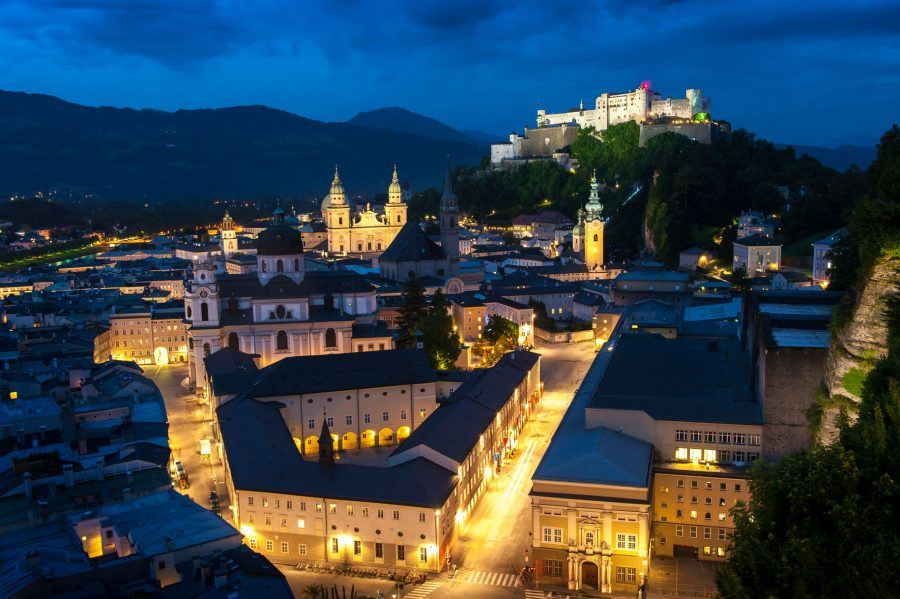 The unique old city of Salzburg seen from the Mönchsberg. In the front, on the left side: the Salzburg Festival area. Copyright: Tourismus Salzburg.