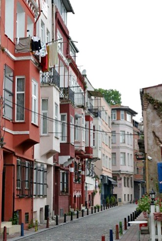 A general view of the Balat housing area, which is close to an industrial zone. Copyright: Cengiz Tokgöz.