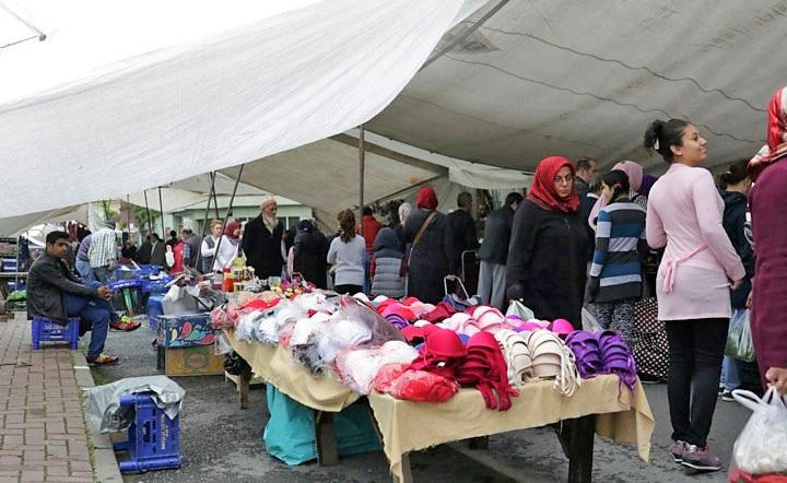 Weekly market in Balat. Copyright: Cengiz Tokgöz.