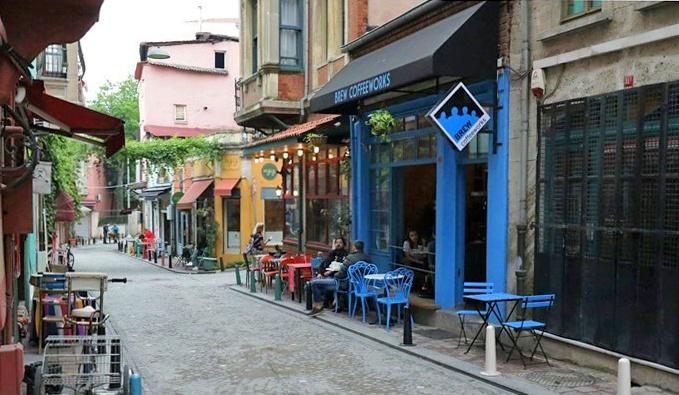 Café in Fener. Copyright: Cengiz Tokgöz.