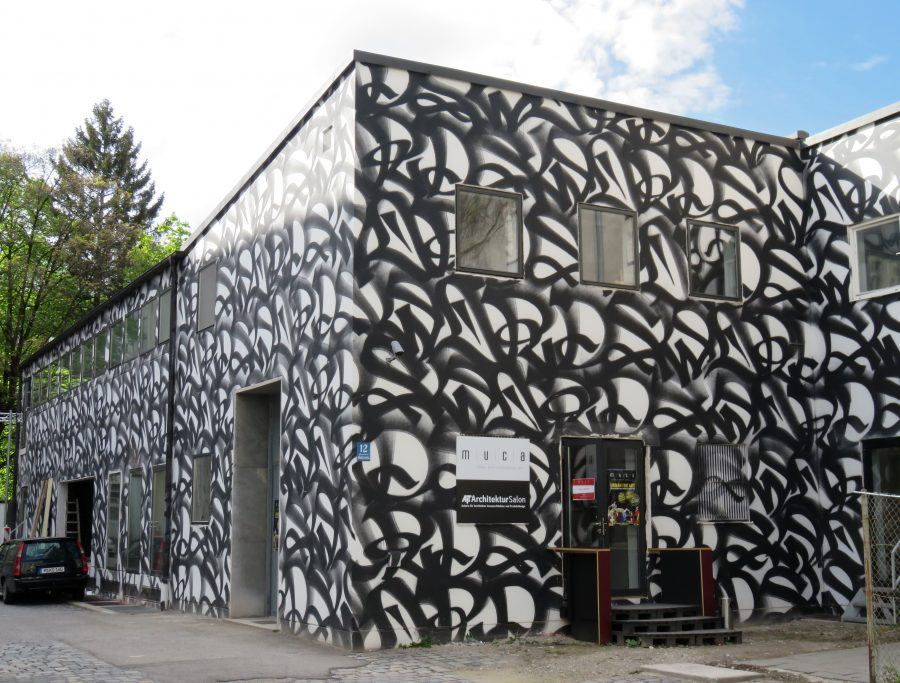The exterior walls of the building were painted by the Berliner graffiti artist Stohead. Copyright: Claudia Neeser.
