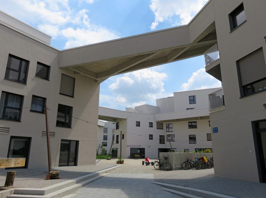 Several bridges join the five buildings of the complex together. Copyright: Claudia Neeser.