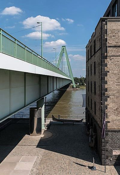 The particular green of Severin Bridge in Cologne. Copyright: Dietmar Rabich.