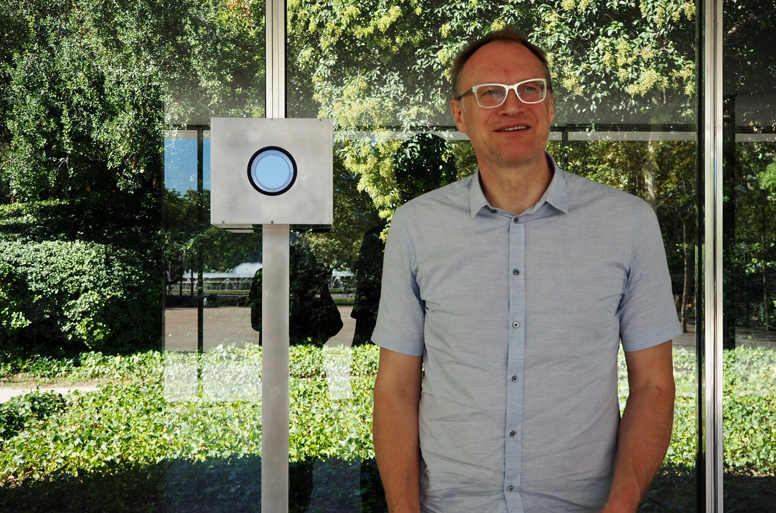 Michael Wesely standing next to his long exposure camera at Mies van der Rohe's Barcelona Pavilion. Copyright: Marta Pérez – Labóh.