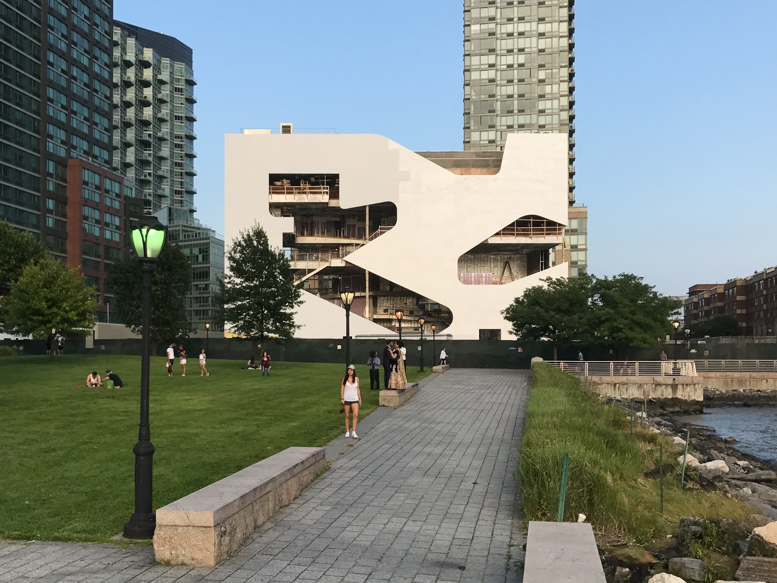 Hunters Point Community Library by Steven Holl in Long Island City/Queens. Copyright: Bettina Johae / aplusnyc.net.