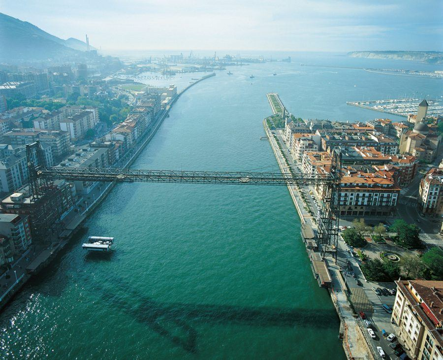 Aerial view of Bilbao's harbour area. Copyright: Aitor Ortiz, from Archivo Autoridad Portuaria de Bilbao.