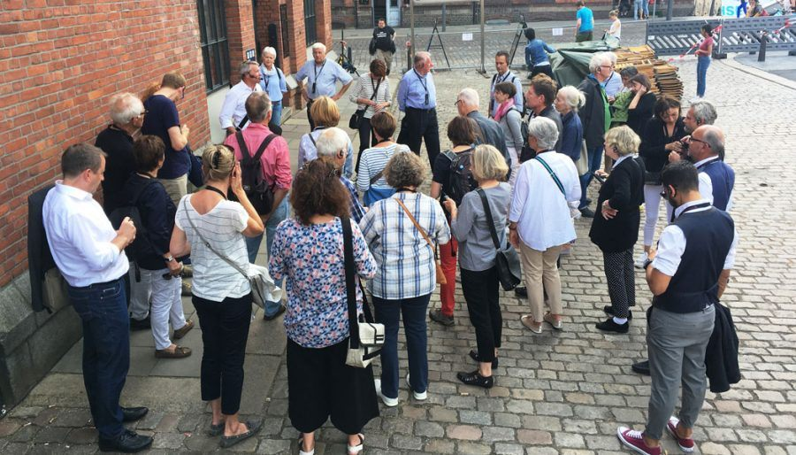 Pictures of Guests visitor heading to Elbphilharmonie - Guiding Architects