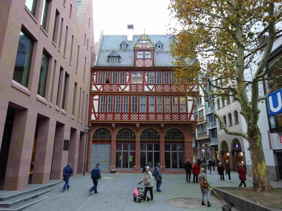 Square view of Stadthaus and 'Goldene Waage' - Guiding Architects
