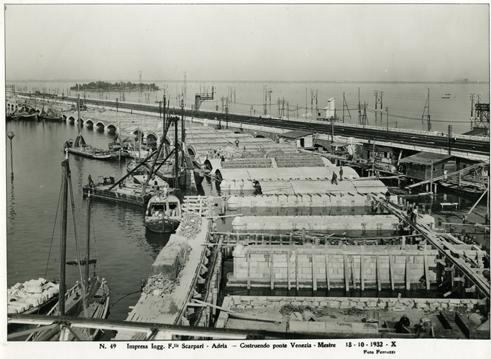 Ponte della Libertà under construction. Photo by ©IUAV, Archivio Progetti, Fondo Eugenio Miozzi