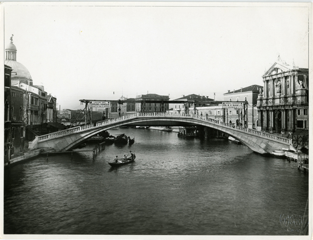 Ponte degli Scalzi under construction. Photo by: