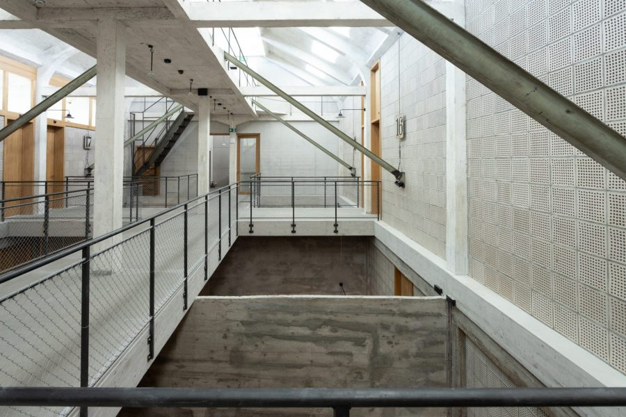Second floor with existing bridge leading to the hostel rooms today, run by Talent. © Harry Gugger Studio - Erlenmatt