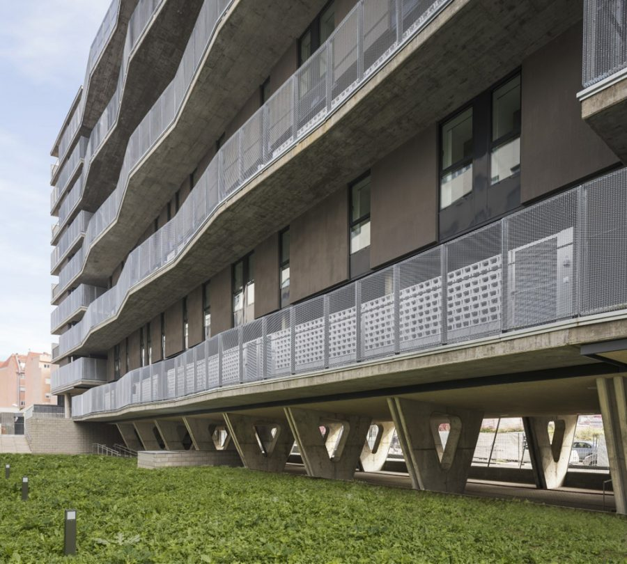 Residential building for social housing by Artola Erice Sanchez Arquitectos. Photo courtesy of EMVS - écoquartier Puente de Vallecas