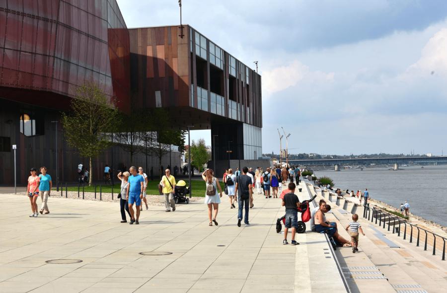 Copernicus Science Centre and the boulevards along the Vistula river. - Varsovia