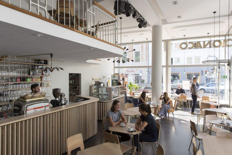 Café Bellevue di Monaco. Photo by: ©Regina Recht